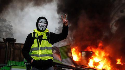 Gilet gialli, scontri e feriti in Francia e a Bruxelles