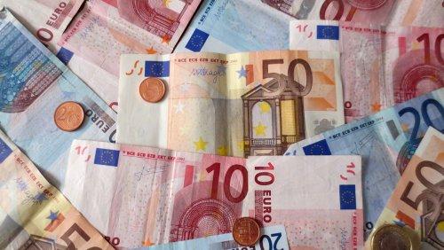 6d4eb48600 Anche in Italia si inizia a parlare di eliminazione del denaro contante.  Molti cittadini e utenti dei social, hanno appreso questa notizia  semplicemente per ...