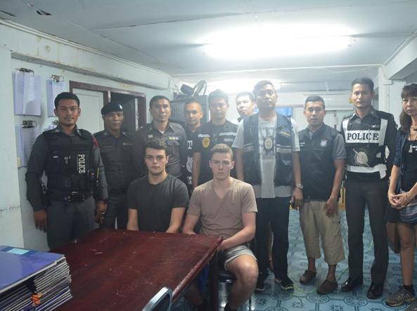 Thailandia scarcerati i 2 italiani che hanno strappato la bandiera, saranno espulsi