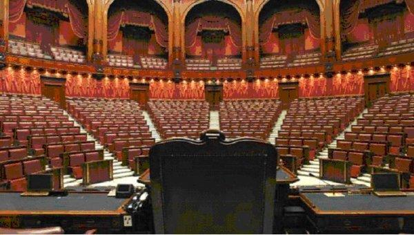 Ridurre del 30 il numero dei parlamentari restituire for Numero dei parlamentari in italia