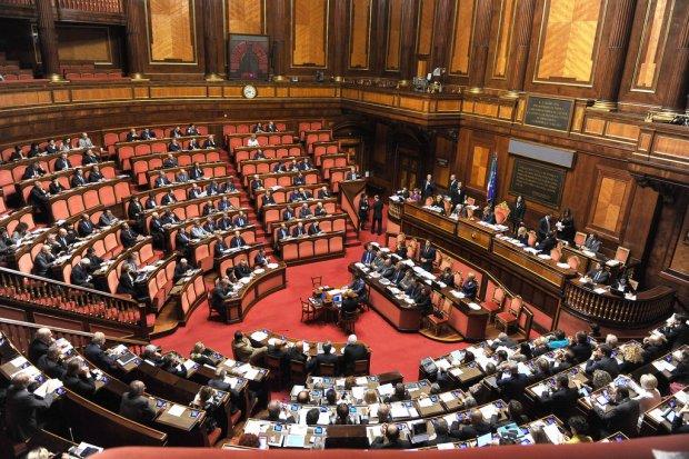 Taglio dei parlamentari serve un analisi costi benefici for Numero parlamentari italia
