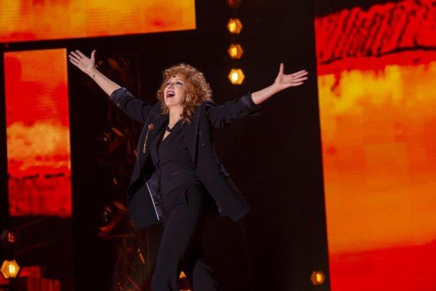 Fiorella torna protagonista in tv tra emozioni, ricordi e canzoni