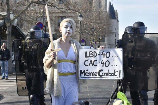 Parigi: solo 11.600 gilet gialli manifestano nelle città francesi, 4.000 a Parigi